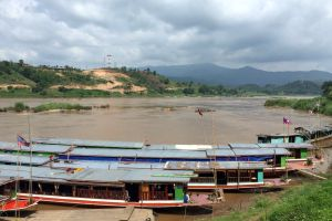 3-Laos border slow boat